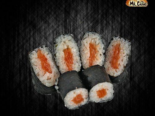 Макі рол з копченим лососем
